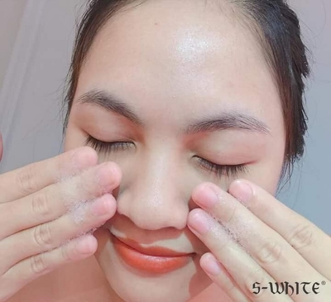 massage chuyển động tròn đều là cách sữa rửa mặt