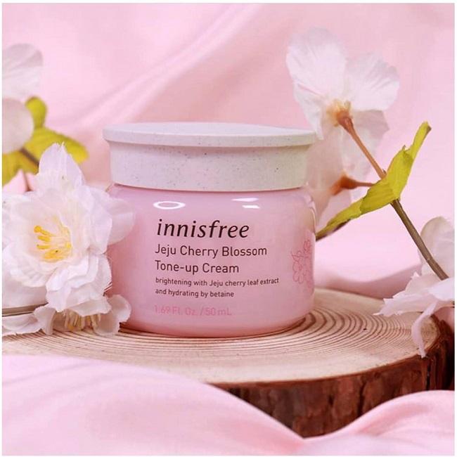 Kem dưỡng trắng nâng tông da Innisfree Jeju Cherry Blossom Tone Up Cream