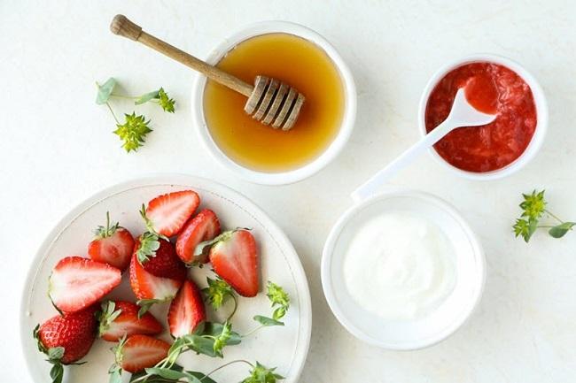 Mặt nạ trắng da tự nhiên không bắt nắng từ dâu tây và mật ong
