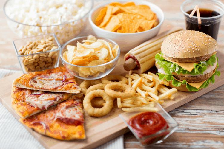 Mụn nội tiết tố: Thực phẩm nên tránh