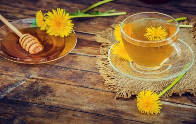 Tẩy tế bào chết cho da mặt khô với trà xanh và mật ong