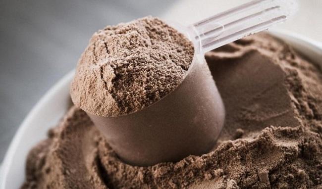 Bột Whey Protein là những thức ăn gây ra mụn
